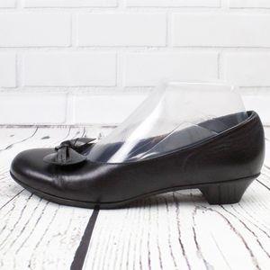 Munro American Black Ballet Bow Kitten Heels 7.5
